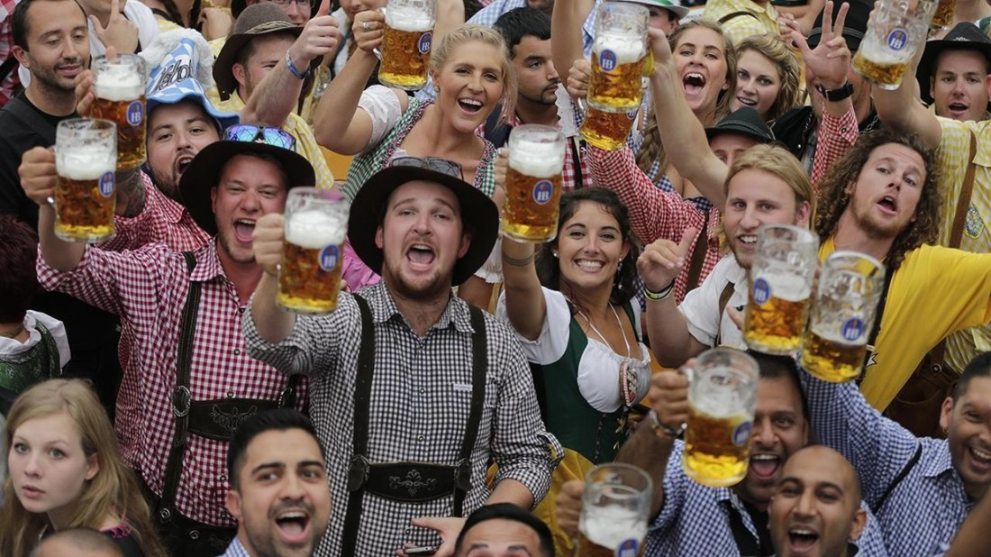 People-celebrate-Oktoberfest-in-traditional-outfits