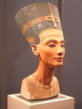 800px-Nefertiti_berlin